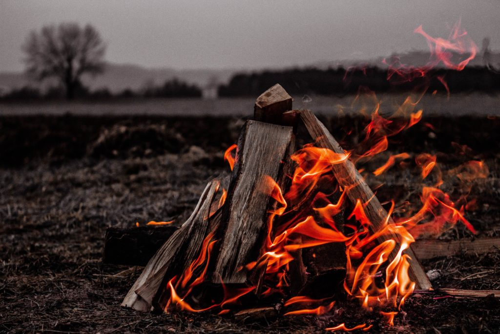 DODの焚き火台を購入!二次燃焼が楽しめるめちゃもえファイヤー!